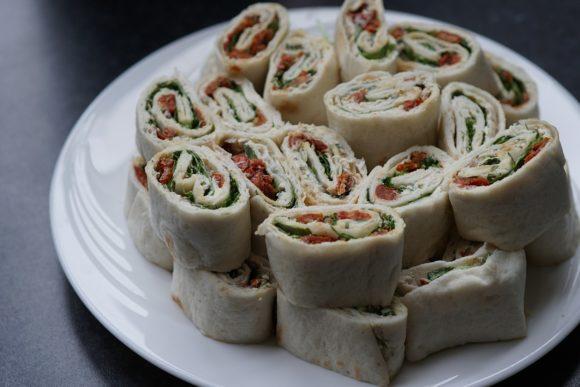 Picknick Rezepte Wraps mit Spargel und Tomaten