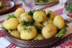 Ofenkartoffeln mit Gemüse, Rosmarin und Chili